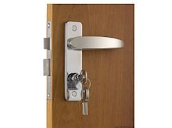 Con serratura YALE esterna, blocco dall'interno